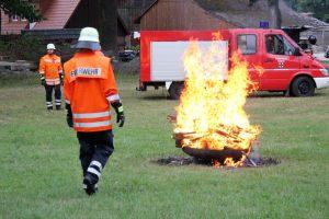 Schwitscher Feuerwehr führt Anwohner an das Feuerwehrhandwerk heran
