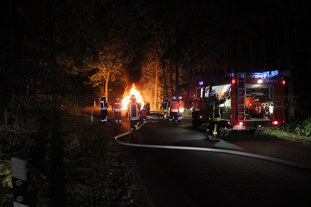 Geländewagen fängt Feuer