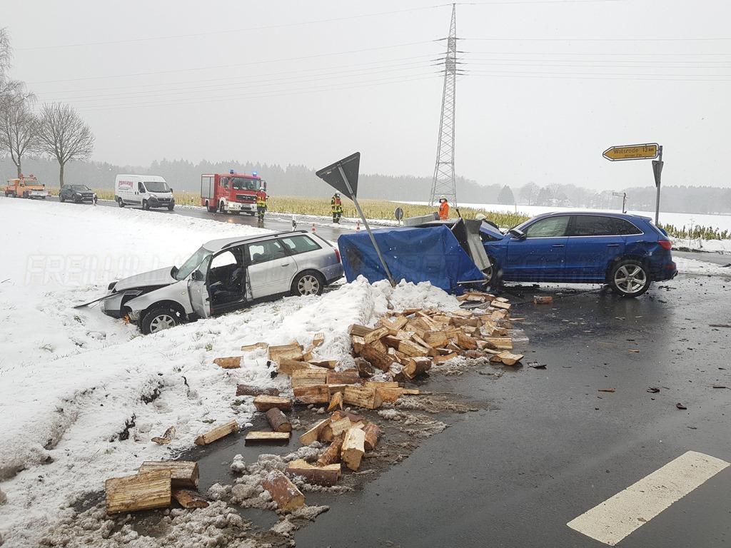 Verkehrsunfall auf der Bundesstraße 440 – Zwei verletzte Autofahrer