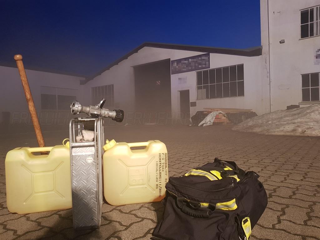 Brand einer Lagerhalle verläuft glimpflich