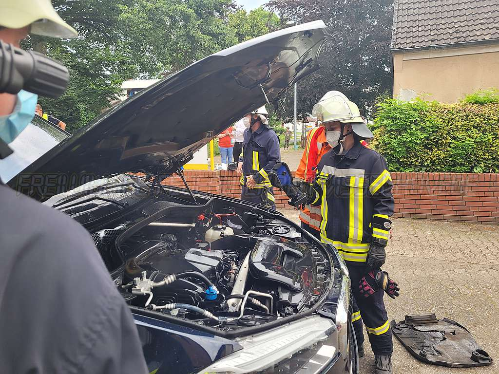 Read more about the article Entstehungsbrand bei PKW abgelöscht