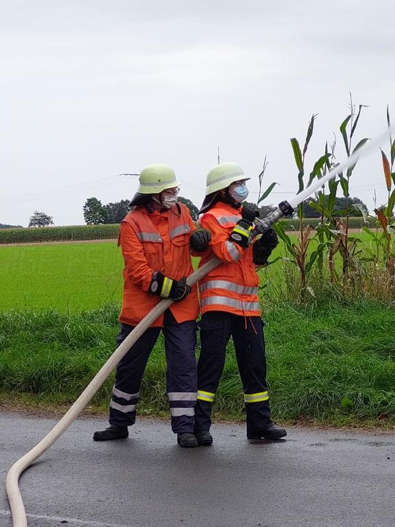 Read more about the article Einsatzübung am erneuerten Hydranten – Neuer Hydrant zweimal in Übungen einbezogen